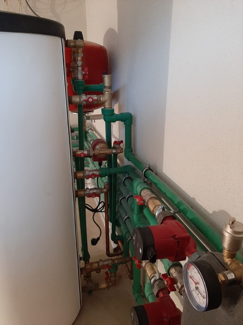 lucrare incalzire , panouri solare, camera tehnica montaj Bucuresti. Poza 482